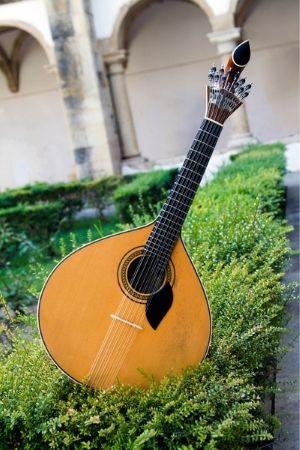 גיטרה פורטוגלית - Portuguese guitar